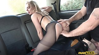 Busty pornstar Elizabeth Romanova having sex on every side the taxi driver